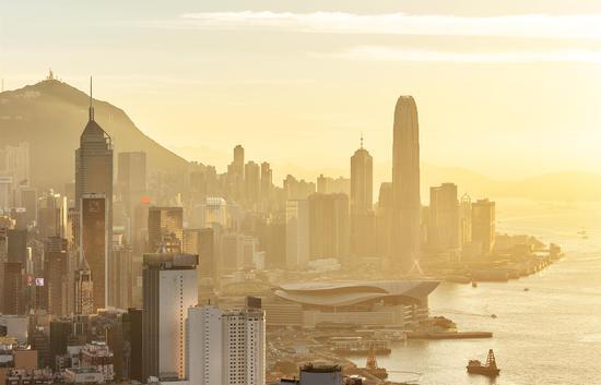 《维港黄昏》 拍摄时间:2018年6月25日 拍摄地点:香港宝马山