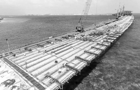 建设中的中马友谊桥