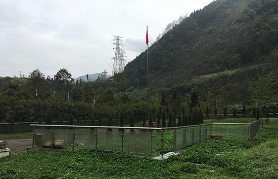 曾经的映秀小学如今只剩下一根旗杆,地震发生后杨云青主要在此救援。本文图片除署名外,均由 澎湃新闻记者 王万春 摄