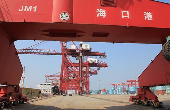 海南海口港外贸进出口码头。视觉中国 资料图