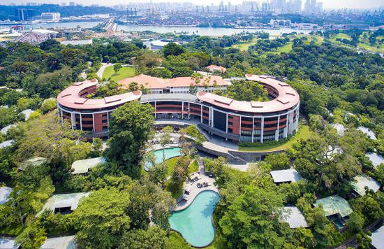 图为新加坡圣淘沙地区的嘉佩乐酒店(来源:视觉中国)