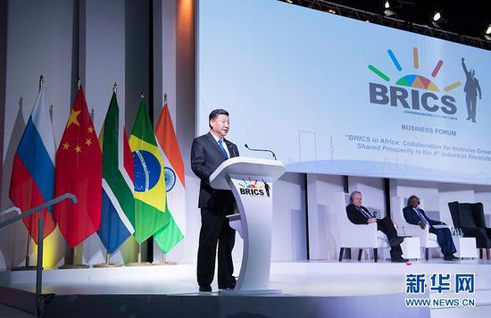 7月25日,国家主席习近平应邀出席在南非约翰内斯堡举行的金砖国家工商论坛,并发表题为《顺应时代潮流 实现共同发展》的重要讲话。 新华社记者 李涛 摄
