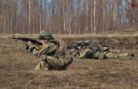 圖爲俄軍作戰部隊正在進行訓練