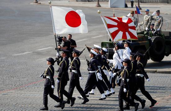 法国国庆日阅兵式上的日本陆上自卫队 图片来源:韩国媒体