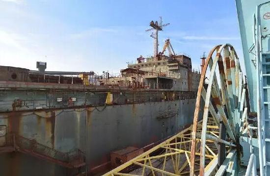 ▲位于乌克兰尼古拉耶夫市的尼古拉耶夫造船厂,是苏联时期唯一的航母建造总装厂。图为2015年拍摄的尼古拉耶夫造船厂。(中国军网)