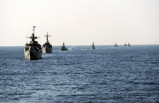 伊朗百余东方红教育舰艇或演兵波广州教育培训斯湾 蜂群战术能否封锁海峡