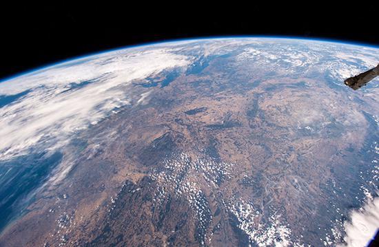 高温干旱令欧洲大陆枯黄一片 从太空肉眼可见(图)