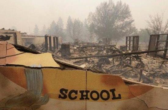 视频 美国加州山火前后对比 天堂小镇成废墟
