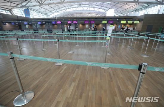 韩国航空公司出手抵制 赴日乘客一个月少了7万人|韩国|航空|乘客