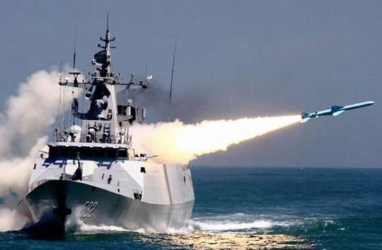 资料图片:中国海军056型轻护发射反舰导弹。(图片来源于网络)