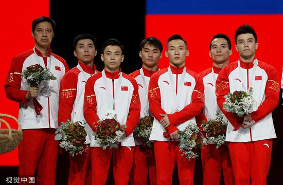 体操世锦赛中国男团摘银