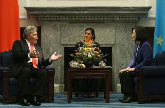 """蔡英文会见到访的图瓦卢总理索波阿加(图片来源:""""中央社"""")"""