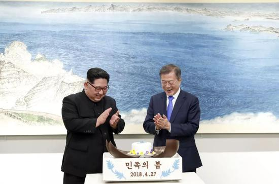 ▲4月27日,朝鲜最高领导人金正恩和韩国总统文在寅在板门店举行了会晤。