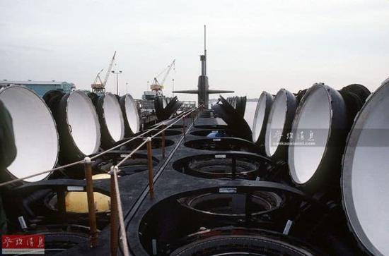 资料图片:美海军俄亥俄级战略核潜艇开启全部24个洲际导弹发射筒。