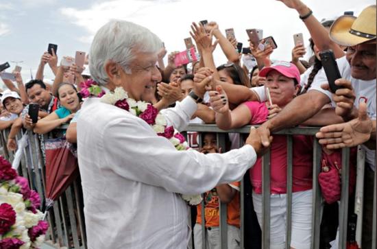 总统候选人洛佩兹和他的支持者 路透社 图
