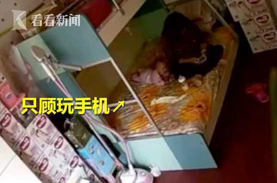 经检查,孩子并没有皮外伤,但孩子的精神状态不佳,经常睡不踏实。