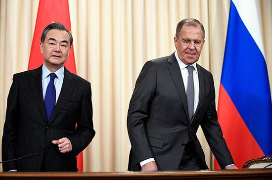 4月5日,王毅在莫斯科同俄罗斯外长拉夫罗夫会谈后共同会见记者。视觉中国 资料