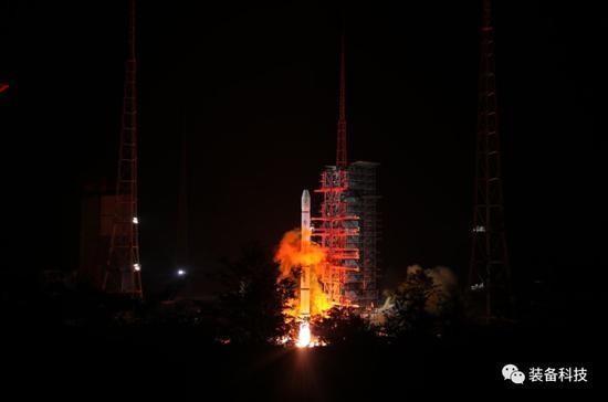 ▲2018年6月5日,我国在西昌卫星发射中心用长征三号甲运载火箭成功将风云二号H星发射升空。梁珂岩摄