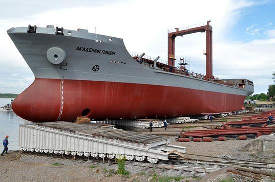 正在建造的23130型补给舰,该补给舰采用了从中国引进的海上补给系统。