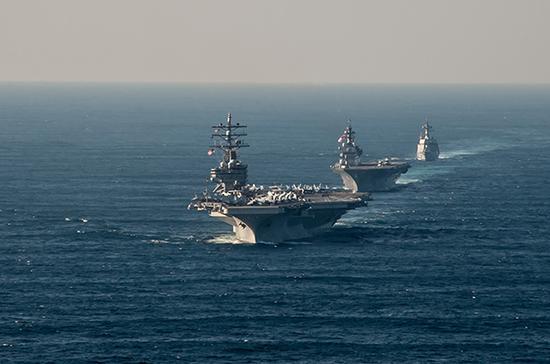 """近日,美国海军""""里根""""号航母打击群与日本""""加贺""""号直升机航母在南海举行了联合演习。"""