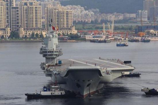 资料图片:中国首艘国产航母第二次试航离港。(图片来源于网络)