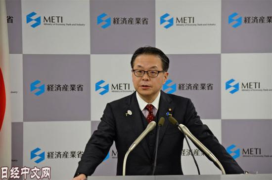 3月23日上午举行新闻发布会的经济产业相世耕弘成。