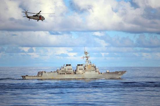 """美国海军""""拉森""""号导弹驱逐舰在南海""""自由航行"""""""