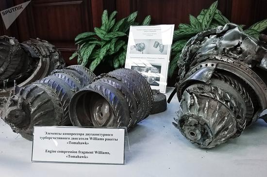 图为被叙利亚击落的美英法导弹碎片。(来源:俄罗斯卫星网)
