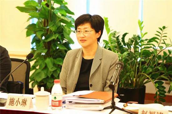 """施小琳是一位准""""70后"""",出生于1969年5月,是目前全国最年轻的省级女常委。"""