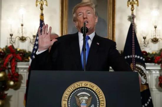 2017年12月6日,美国总统特朗普在华盛顿白宫发表讲话。新华社/美联