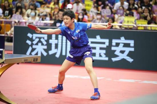 张本智和战胜张继科后,1比4惨败林高远。