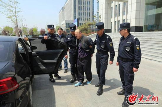 潜逃21年的抢劫爆炸物犯罪嫌疑人陈某峰落网。大众网 图