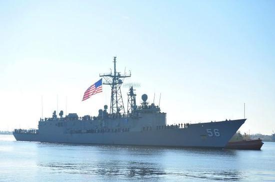 图为美国海军护卫舰正在执行缉毒巡航任务
