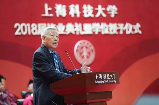 中国科学院院士赵忠贤在上科大毕业典礼上作主旨演讲