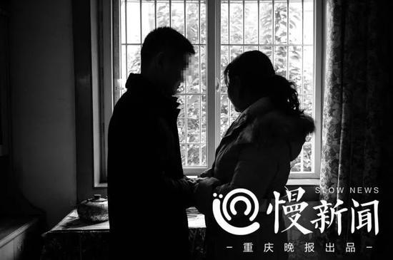 """▲朱晓娟在26年后见到了自己的亲生子,小时候的盼盼如今已叫""""刘金心"""""""