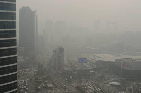 2017年韩国首尔市中心的龙山区雾霾天气