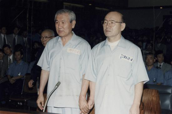 被韩国检方告倒的两位前总统