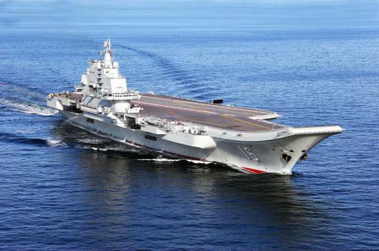 中国首艘航空母舰辽宁舰(新华社发)