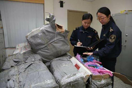 """第三代毒品惊现京城 """"恰特草、小树枝""""严重滥用。 本文图片 北青网"""