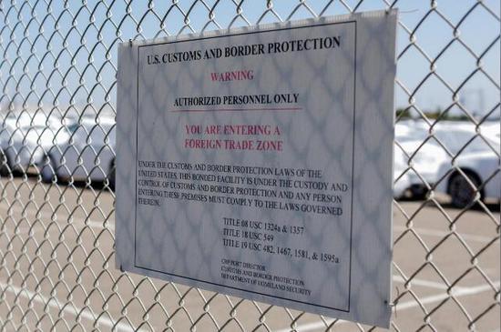 美国加州一处进口的汽车停放处(图:路透)