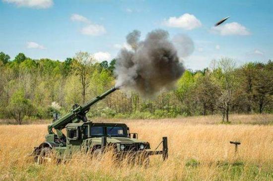 """悍馬車載""""鷹眼""""火炮系統發射。"""