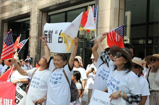 抗议活动现场照片(高山/摄)