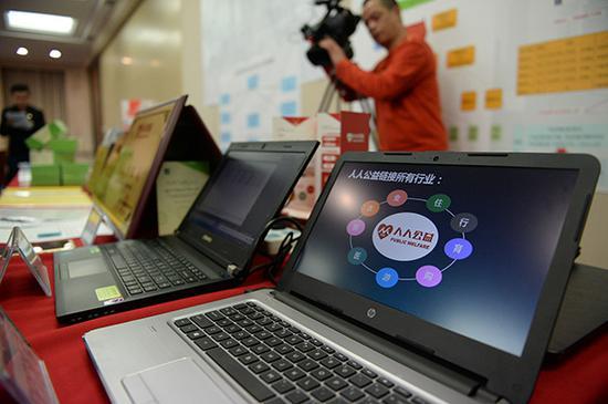 警方缴获的网络传销作案工具。视觉中国 资料
