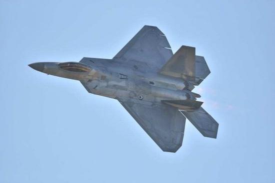 图为美空军F-22战斗机