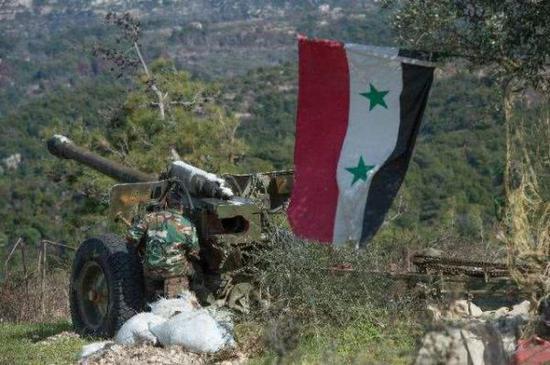 資料圖片:炮擊伊德利卜恐怖武裝據點的敘政府軍炮兵。(圖片來源於網絡)