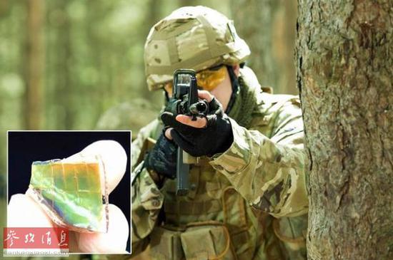 资料图片:未来士兵将穿着可自动调节颜色的迷彩服。(英国《每日镜报》网站)