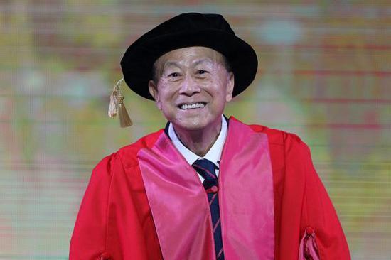2017年6月27日,李嘉诚出席汕头大学毕业典礼。视觉中国 资料图