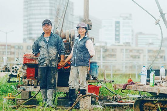 工人夫妻。图:赖小路