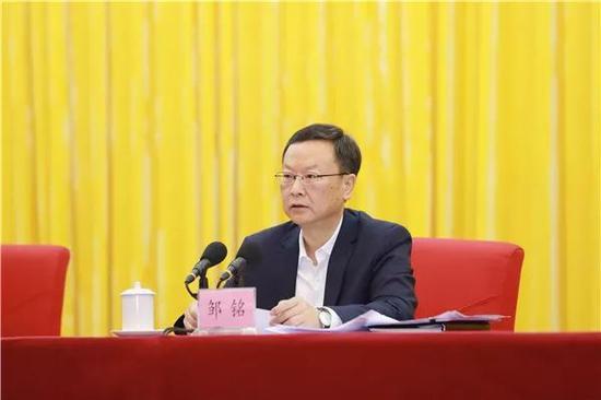 省委常委、组织部长邹铭宣读省委决定。