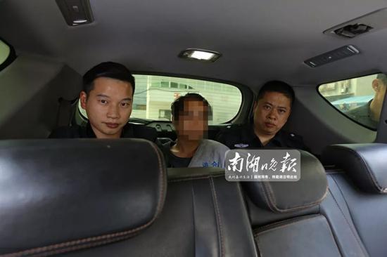 警方抓获犯罪嫌疑人(中)